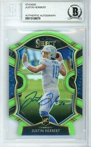 2020 Panini Select Concourse Green Prizm #44 Signed Justin Herbert AUTO BGS