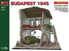 Miniart 1:35 Kit Modelo MIN36007 Budapest 1945 SU-76 edificio & Figuras Diorama