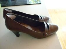 TLS shoes size 8 leather, soft, comfortable rubber sole, 3 inch-heel excellent