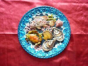 assiette céramique ancienne, crustacés poissons en relief.