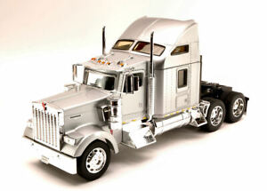 Kenworth W900 Silver Truck 1:32 Model WELLY