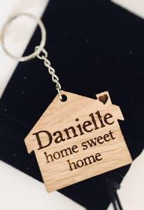 PERSONALISED WOODEN OAK KEYRING GIFT BIRTHDAY HOUSE FIRST HOME SWEET HOME xmas