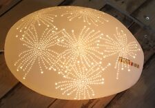 Porzellan Tischleuchte Stein Lichtobjekt durchscheinend florales Lochmuster