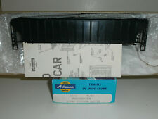 HO Athearn Undecorated 3-Bay Covered Hopper train Kit,  New