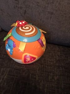 VTECH CRAWL AND LEARN BRIGHT LIGHTS BALL WITH  MUSIC , NUMBERS AND SOUNDS