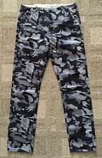 Levis Mens 30 X 32 Black & Gray Camouflage Chinos Casual Pants Regular Fit