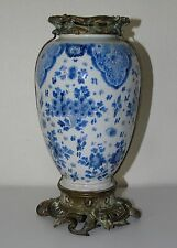 Chine? Delft? - Vase en faïence, monture en bronze. XIXe s.