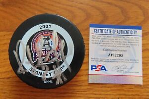 HOFer RAY BOURQUE signed 2001 STANLEY CUP CHAMPIONS Puck PSA COLORADO AVALANCHE