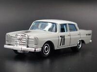 1962 62 MERCEDES-BENZ 220 SE EWY ROSQVIST 1:64 SCALE DIORAMA DIECAST MODEL CAR