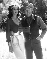 """LYNDA CARTER AND GUEST STAR ROY ROGERS IN """"WONDER WOMAN"""" - 8X10 PHOTO (OP-405)"""