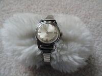 Vintage Waltham 17 Jewels Incabloc Swiss Made Wind Up Ladies Watch - Problem