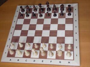 Neues Turnier-Schachbrett mit Figuren in Holzbox
