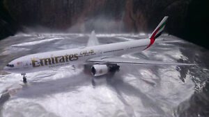 * Herpa Wings 518277-004  Emirates Boeing 777-300ER  1:500 Scale