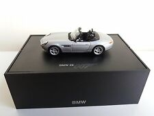 BMW Z8 - James Bond The world is not enough - 1/43 in BMW dealerbox 80420007666