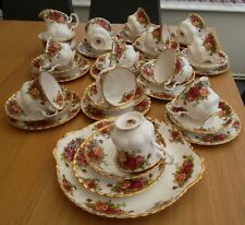 ROYAL ALBERT OLD COUNTRY ROSES . 39 PIECES