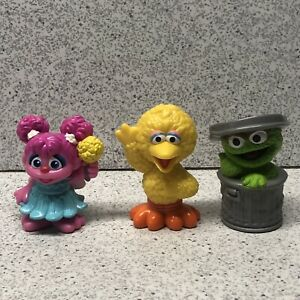 Hasbro Sesame Street Workshop PVC Figures 2010 Lot Of 3 Oscar Big Bird Abbie