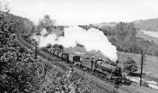 PHOTO  GWR LOCO 4995 UP FREIGHT APPROACHING PANGBOURNE ON THE MAIN LINE IN A VER