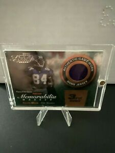 Randy Moss 2000 Playoff Piece of the Game Card with game worn jersey piece