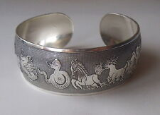 Pretty Chinese Zodiac tono argento Wide Cuff Bracciale Bangle RIDIMENSIONABILE: UK: Boho