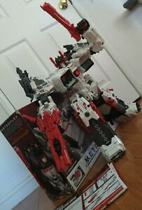 Transformers Generations Thrilling 30 Titan Class Metroplex With Upgrades