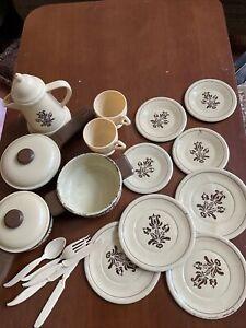 Ohio Art Co ~ Pfaltzgraff Village Childs Dish Set ~ 21 Pieces