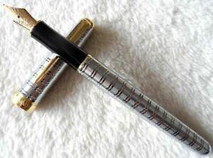 Excellent Parker Pen Sonnet Series Silver/Gold Clip 0.5 Medium Nib Fountain Pen