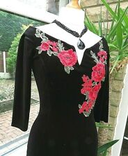 Near Immaculate QUIZ Floral Applique Black Velvet Dress with Stretch sz 8