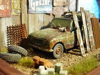 Renault 4 R4 Fourgonette Bj.1981 - Oldtimer Scheunenfund Diorama im Maßstab 1:43