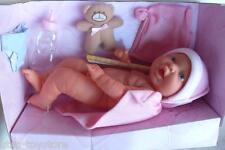 """Bayer Design >>> Deluxe Coll. Neugeborenen Babypuppe """"Boy"""" + Zubehör <<< 42 cm"""