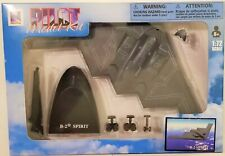 New Ray - 1:72 Scale Pilot Model Kit B-2 Spirit (BBNR21317B2)
