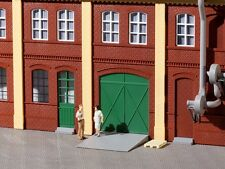 Auhagen 80250 - Green Gates & Doors Grey Steps & Ramps 22 Piece HO Kit 1st Class