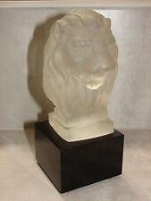 Tête de lion en verre pressé moulé pas de signature Cristal Baccarat lalique ???