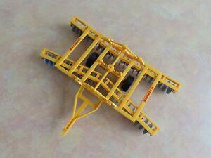 Britains 9552 W.J. Cooper Disc Harrows Diecast Model Farm Implement 1:32 Scale