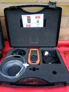 GAS DETECTOR GMI PS200 SERIES H2S,O2,CH4(LEL) CO WITH CHARGER AND CARRY CASE