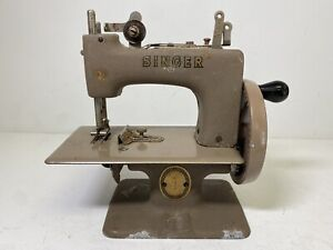Vintage SINGER Hand Crank Mini Sewing Machine