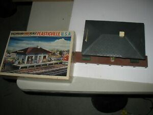 Plasticville O Scale Suburban Station #1911 by Bachmann- Used