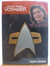 Quotable Star Trek Voyager relic card 1 of 9 Captain Janeway combadge 219/225