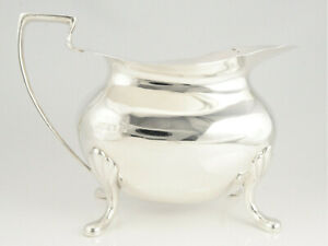 ANTIQUE HEAVY SILVER MILK JUG HALLMARKED SHEFFIELD 1915 BY WALKER & HALL 227g