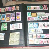 Album 30 pages à bandes fond noir avec timbres divers pays #13