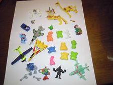 Lot Figurines jouets figure personnages Les jojos os bones Avion Plane Kinder
