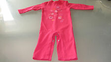 Etat NEUF- joli pantalon combinaison rose fushia et motifs, 9 mois, marque LCDP