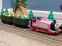"TOMY Trackmaster Thomas & Friends ""ROSIE"" 2006 Balloons Cars Motorized Train"