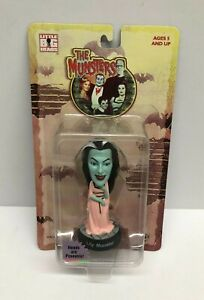 The Munsters Sideshow Toy LILY MUNSTER Little Big Heads Collectible figure