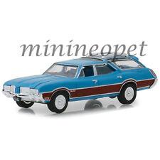 GREENLIGHT 29950 D 1972 OLDSMOBILE VISTA CRUISER 1/64 VIKING BLUE / WOOD GRAIN