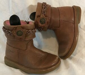 Girls Clarks Brown Leather Lovely Boots Size 7.5G (1000vv)
