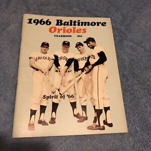 1966 BALTIMORE ORIOLES Official Yearbook BROOKS FRANK ROBINSON Boog POWELL Curt