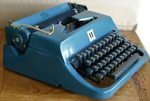 Vintage 1950s Underwood Leader Typewriter Golden Touch Quiet Tab Portable w/Case