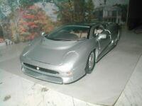 1:18 Scale Jaguar XJ220 Special Edition Silver Die Cast Metal Car Maisto