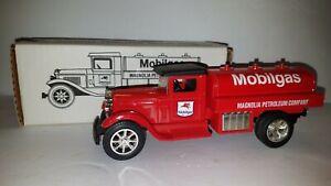 ERTL 1935 Sterling Magnolia Mobilgas Petroleum Tanker Toy Truck