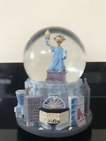 Extremely Rare Vintage Toys R Us New York City Musical Snow Globe working
